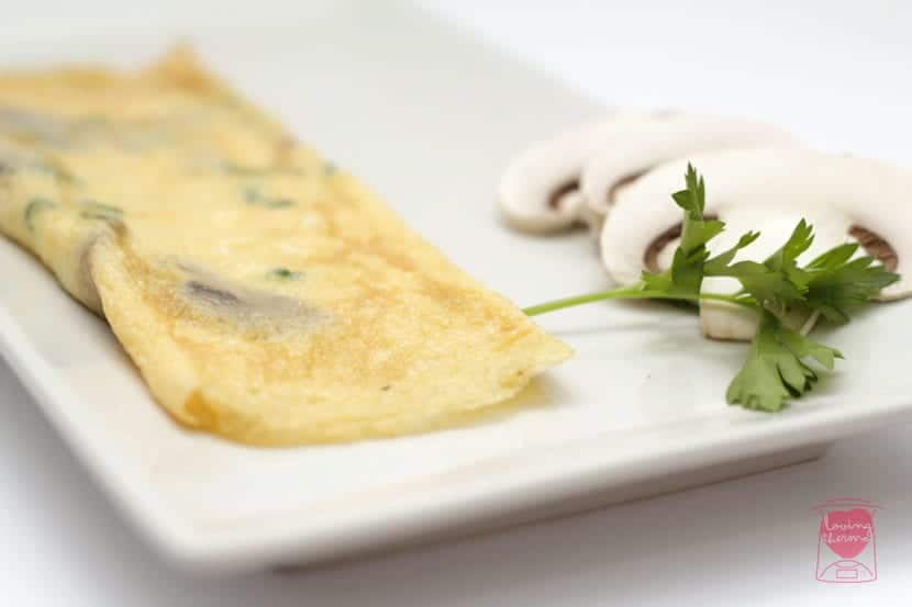 Garlic and mushrooms omelet