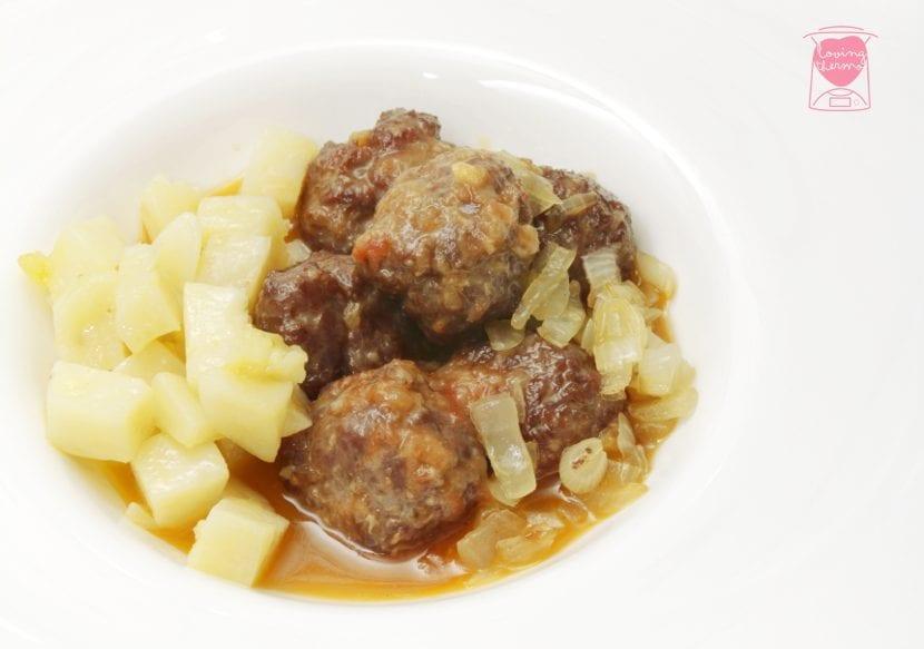 Meatballs onion sauce